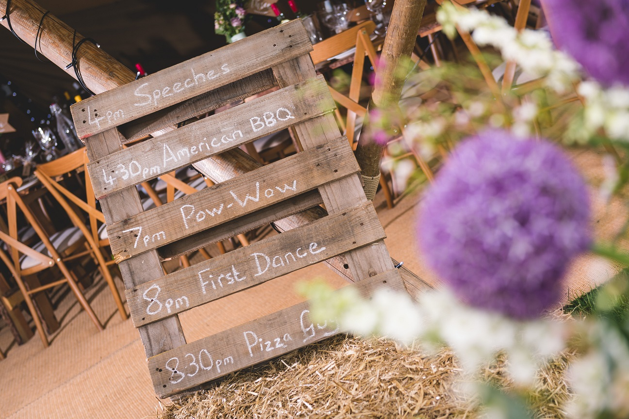 DIY rustic order of the day inspiration