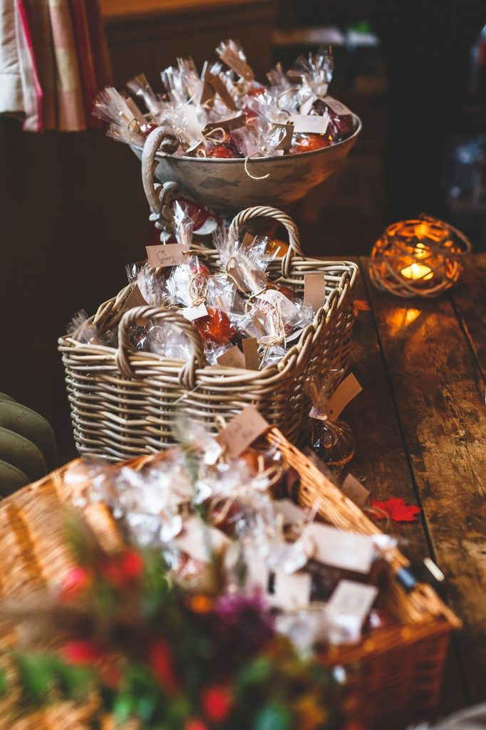Autumnal wedding favour ideas